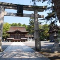 「神仏霊場巡り」長浜八幡宮・JR長浜駅から東に森が見えてくる。 鳥居、拝殿、本殿が南北に並ぶ神社が長濱八幡宮である