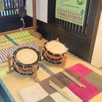 大津祭りの太鼓と鉦が体験できます/大津祭曳山展示館にて