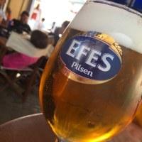 北キプロスでビールを楽しむ