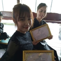嫁が、先生の日 に表彰される。