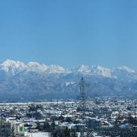 冷え切った日の、山並みの眺望は素晴らしくきれいだ。こんなきれいな山並みは初めて見た