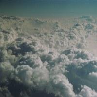 なにも見えない雲の中でも