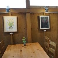 プルシアンブルーで開催中の絵画教室作品展の様子です。