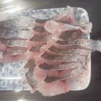 今、旬を迎えている夏の魚=イサキ・・・皮目を軽く炙った刺身が最高です(^_^)/鯛めしもGOOD