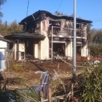 早朝の建物火災