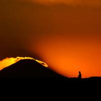 遠方の富士の夕暮れ