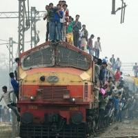 インドでまた脱線事故、32人死亡!テロの可能性あり!