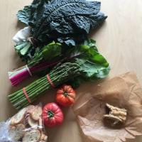 D.C.ファーマーズマーケットの野菜とパンとバクラヴァ