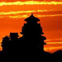 朝焼けの姫路城。