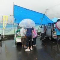 雨のトラック市
