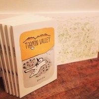 出口かずみさんの新作絵本「TOOMIN VALLEY」ほか、新作グッズなどの通信販売がスタートしました。