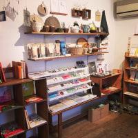 青森の弘前にあるお店、ao+水玉(アオトミズタマ)さんで当店の絵本など取り扱って頂けることになりました。