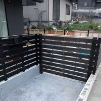 倉敷市呼松で桧材で板塀に合わせた木製建具取付