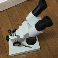 今日の荷物はこれ、実体顕微鏡