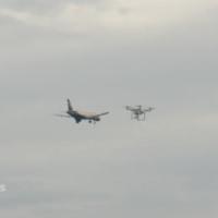 チューリヒ空港で、スイスの旅客機、ドローンとあわや衝突。