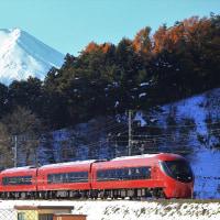 三つ峠を行く富士山ビュー特急