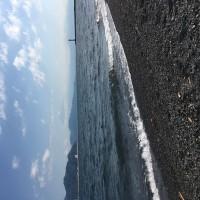 以外と寒いです。春の海