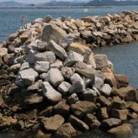 花崗岩の防波堤