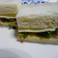 ツナ&貝割れのチーズホットサンド~粒マスタード風味