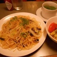 「ベニー田町店」でシーチキンスパゲティとチョコパフェ