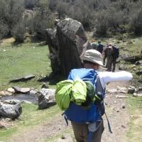 アンデス・ブランカ山脈紀行;第5日目(3);トレッキング1日目;青空の下で昼食