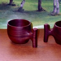変り型取っ手のマグカップ