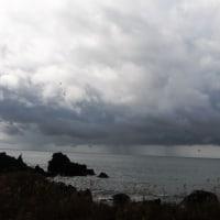深浦への車中から 海上はすごい豪雨でした