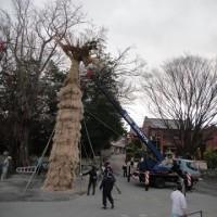 八幡まつり・たいこ祭りへ向けての松明結い(たいまつゆい) 大林八幡神社にて