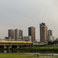 夏至間近の夕方に遭遇できた、東と西の「見ると幸せになれる新幹線」
