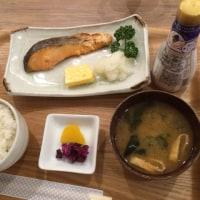 羽田空港で朝日を浴びて