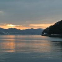 伊方湾を照らす朝日