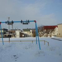 公園の遊具は冬休み