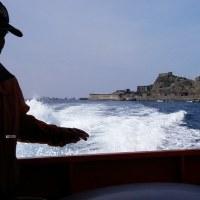 軍艦島と海、船