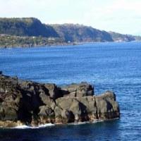 もずがね先端から富戸海岸を見る