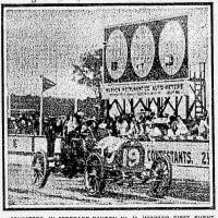インディアナポリス・モータースピードウェイで、最初のカー・レースが行われた。