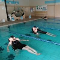プール救助