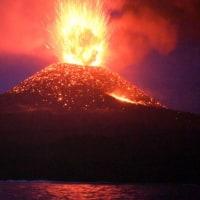 西之島の噴火の写真、、、活発ですね