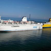 ベネチア港を出航待ちのクルーズ船(その5)
