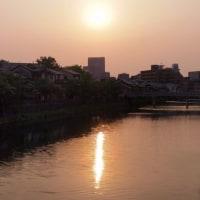 この時期の日没は、ホテル日航金沢に。