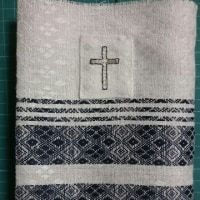 聖書用のブックカバー・・・十字架の刺しゅうの縫いつけ~♪   &   サーモン丼~♪  &  しじみラーメン~♪