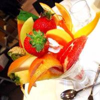 贅沢なフルーツパフェ