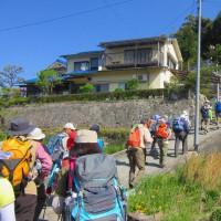 3 八世以山(495m:安芸区)登山  登山口前で準備体操