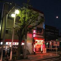 「ちびまる子ラッピング電車」と人気のやきとり屋さん (2016年11月12日)