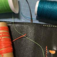 革の手帳カバーに革のしおり紐を付けましょう