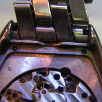 アロマ婦人物手巻き時計を修理です