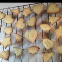 クッキー作りながら