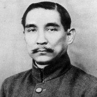 孫文が、広東軍政府の大元帥に就任した。