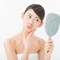 シミ|皮脂には外の刺激から肌を防護し…。