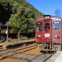 渡瀬川に沿って走るわたらせ渓谷鉄道