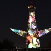 夜に輝く太陽の塔